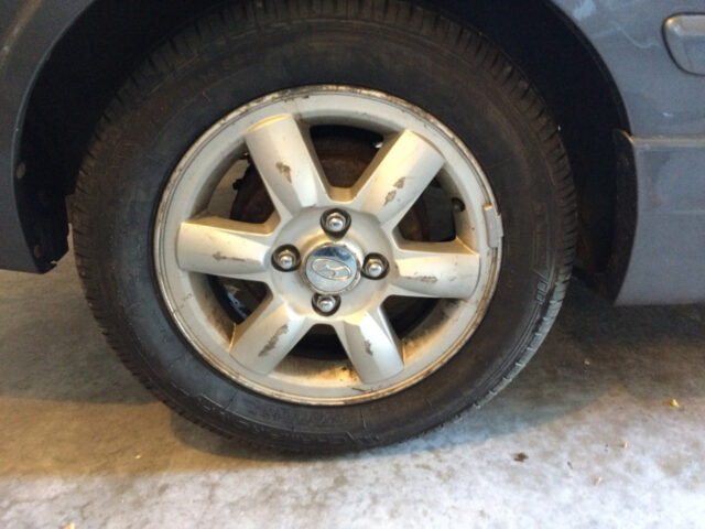 1999-2005 Hyundai Accent Strut Replacement-Break The Lug Nuts Free