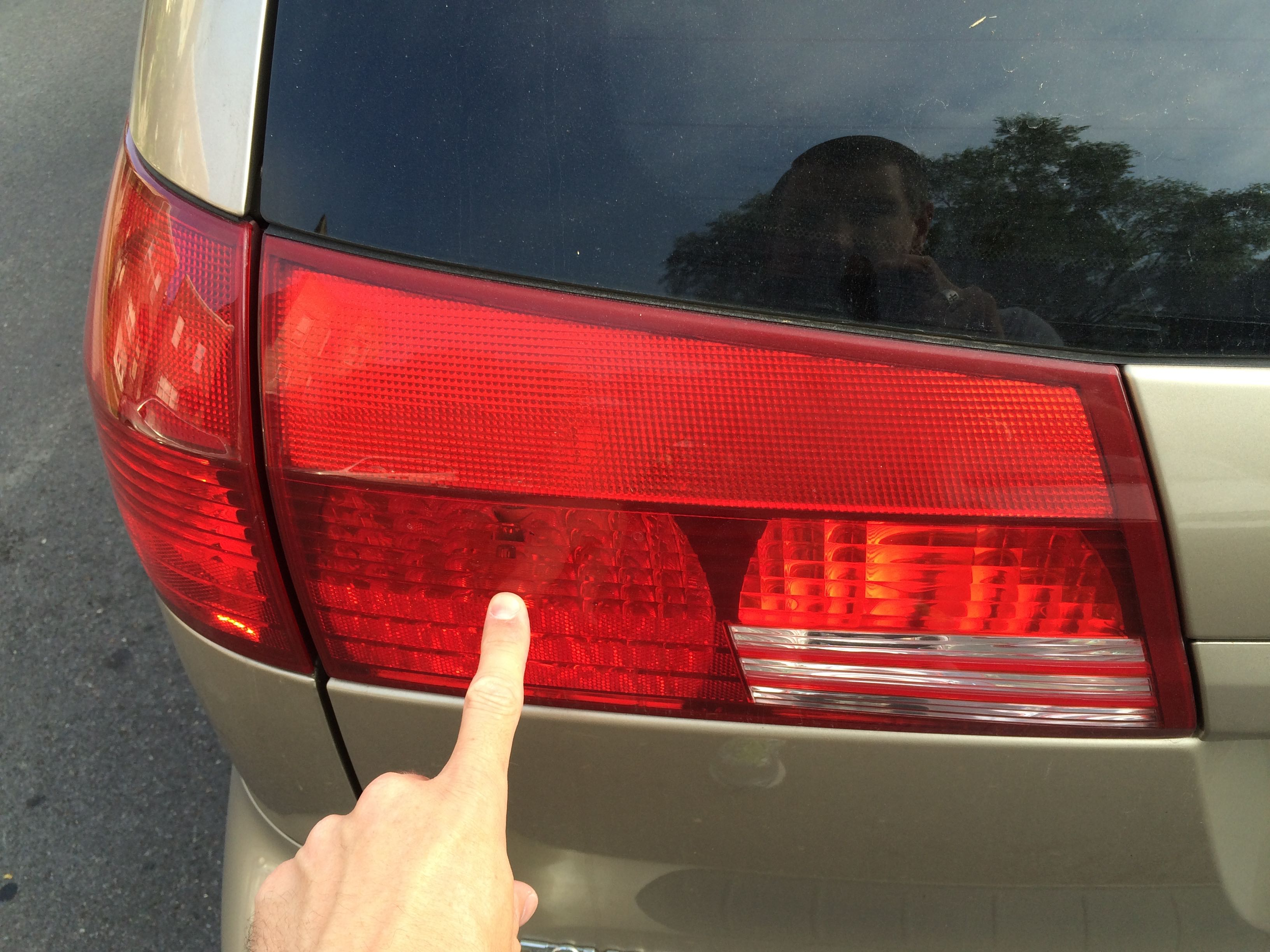 How To Replace Toyota Sienna Liftgate Tail Lights - Share