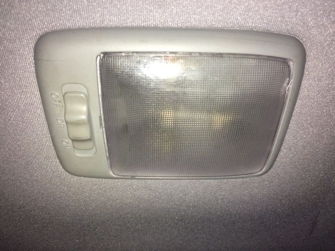 1999 2005 hyundai accent dome light will not turn on. Black Bedroom Furniture Sets. Home Design Ideas