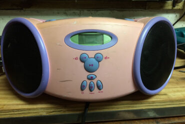 How to Open up a Disney Princess Boombox DB3000-P CD Player And Fix The AC Connector