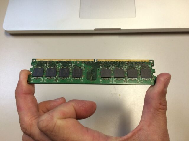 How To Hold RAM-By The Edges