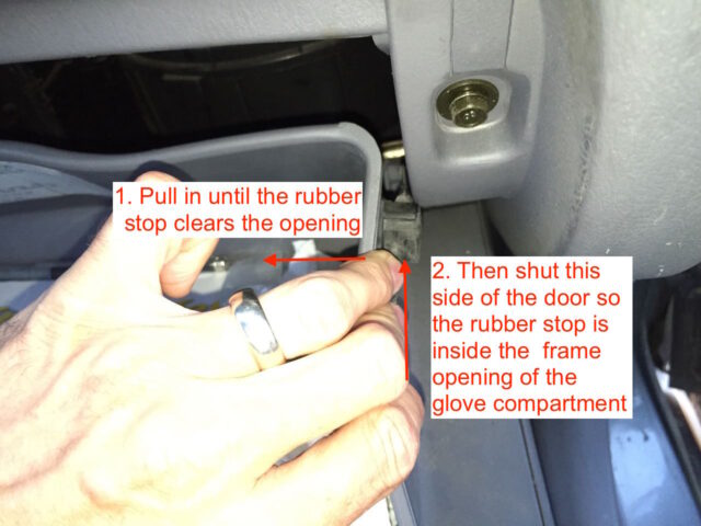How to close the right side of the glove compartment