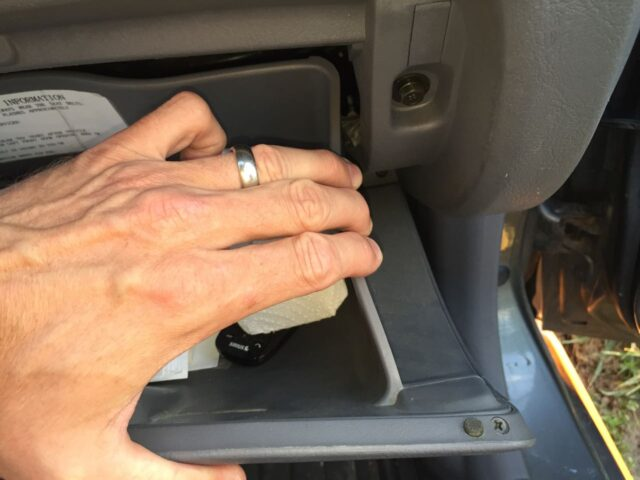 Releasing the right catch of the glove compartment