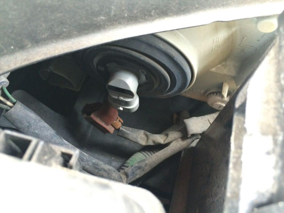 Toyota Camry Headlight Low Beam Bulb Locked In Place