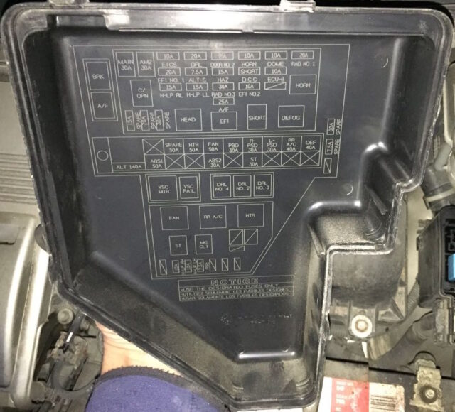 Diagram on back of Engine Compartment Fuse Box Cover