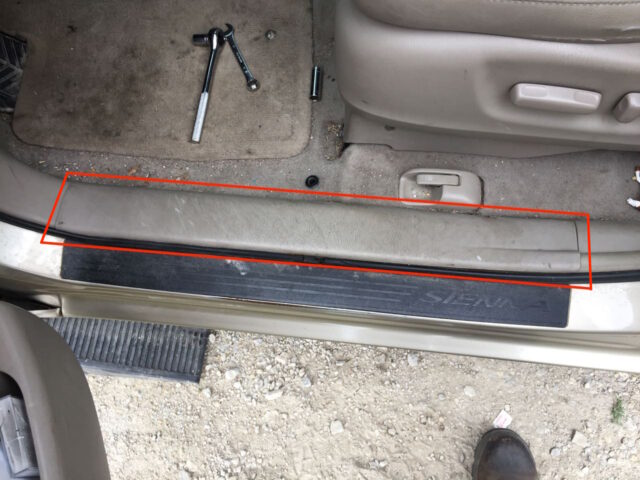 Lower driver's door frame trim location