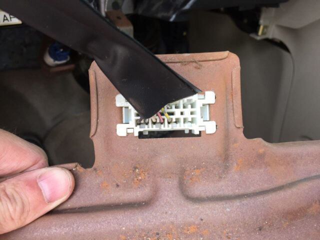 Electrical clip snapped into the metal dash panel