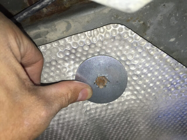 The modified washer fits perfectly over the rusted nut